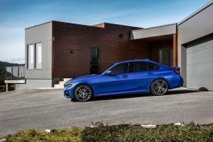 BMW radu 3 zboku