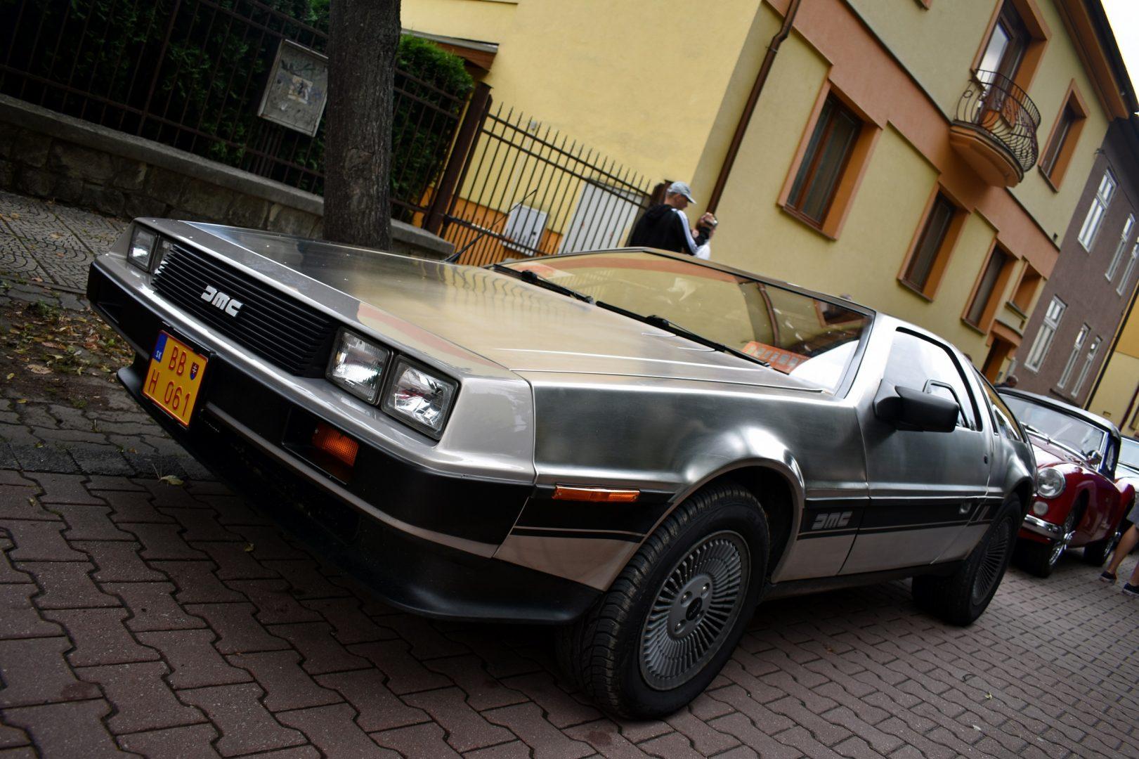 DeLorean-1