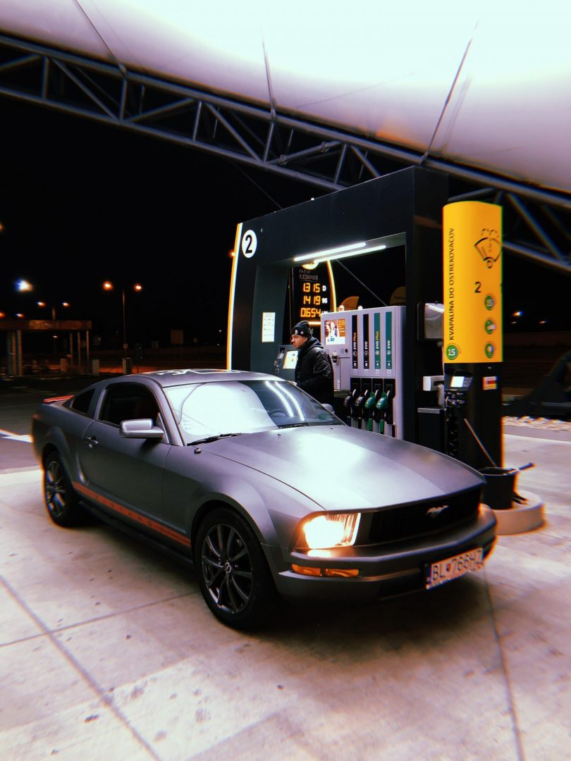 Dame Ford Mustang